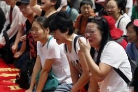 【重磅】千亿大骗局—MBI;中国受害者跨洋到马来街头跪地痛哭:还我血汗钱